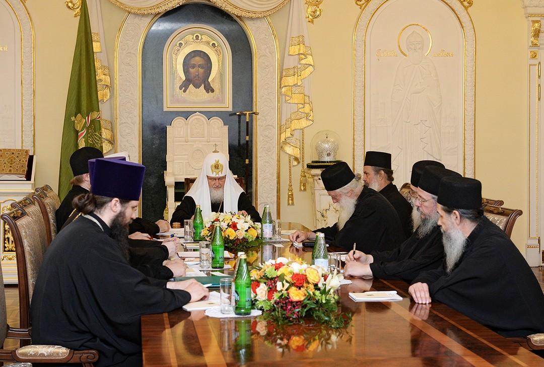 Святейший Патриарх Кирилл принял членов Комиссии по подготовке празднования 1000-летия русского монашеского присутствия на Святой Горе Афон