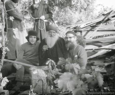 Старец Тихон Русский в центре
