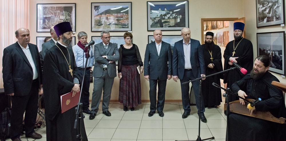Перекрестный год «Россия-Греция» стартовал в Новороссийске открытием фотовыставки Костаса Асимиса «Наш Афон»