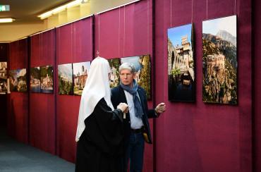 Открытие фотовыставки «Под покровом Пресвятой Богородицы: жизнь и быт монастырей Афона» в Храме Христа Спасителя