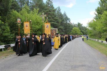 Крестный ход пройдет во имя мира, любви и молитвы за Украину и объединит восток и запад страны.