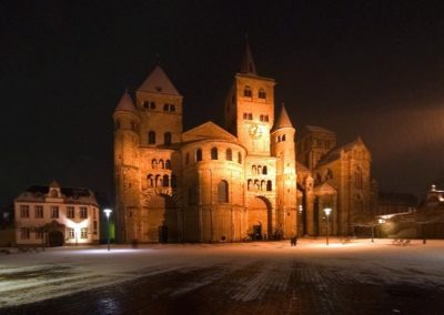 Trierer_Dom_at_night